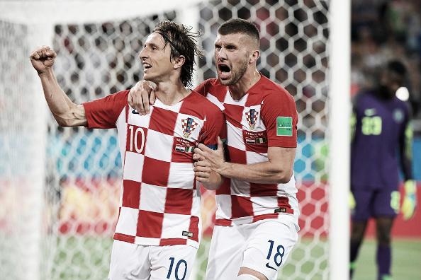 Modric (10) marcou segundo dos croatas contra Nigéria (Foto: PATRICK HERTZOG/AFP/Getty Images)
