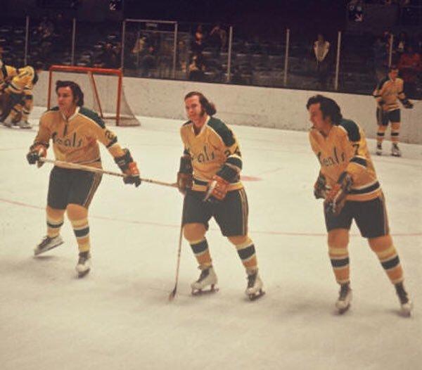 Ernie Hicke, Bobby Sheehan, Reggie Leach con los Seals. (Sean Farrell)
