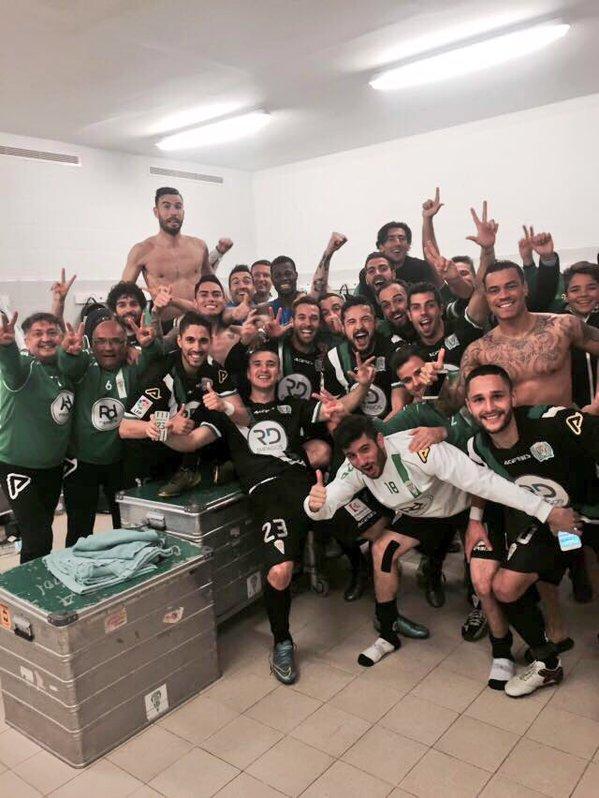 Celebración en el vestuario | Foto: Córdoba CF