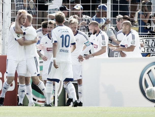 Jena celebrate scoring against HSV. | Image source: kicker