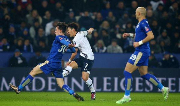 Son en el momento del latigazo que puso el 0-1 en el marcador. Foto: Daily Mail