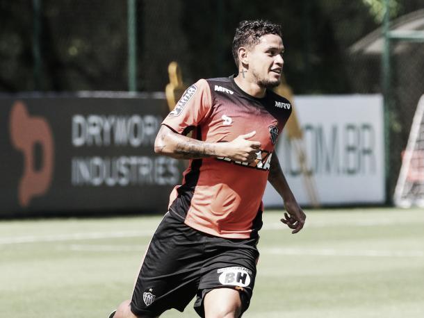 Carlos Eduardo voltará a ser relacionado depois de três jogos fora do time (Foto: Bruno Cantini/Atlético-MG)