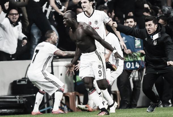 Aboubakar esulta per il 3-3 | sports.yahoo.com