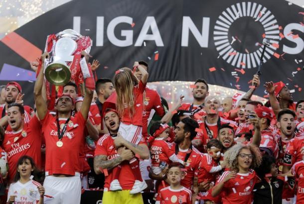 Il momento in cui Luisao ha alzato al cielo la Primera Liga. Fonte: Getty Images.