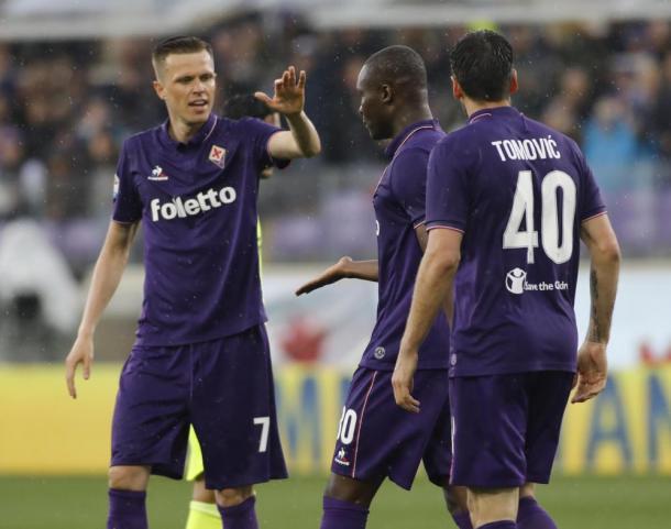La gioia dei giocatori della Fiorentina dopo la rete di Babacar. Foto: Sport Mediaset