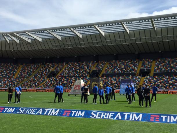 L'Atalanta sul prato della Dacia Arena per la consueta ricognizione pre match. Fonte foto: skysport