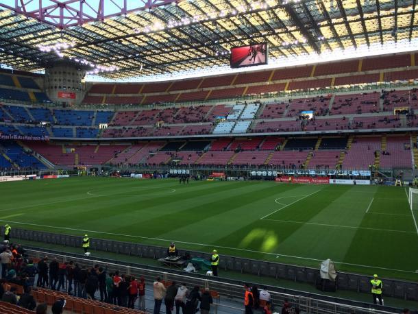 San Siro a pochi minuti dall'ingresso in campo delle squadre.