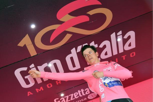 Bob Jungels in maglia rosa. Fonte: Giroditalia/Twitter
