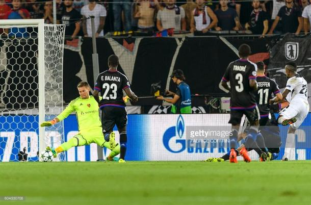 Cafú anotándole un gol al Basilea en la presente fase de grupos | Foto: Getty Images