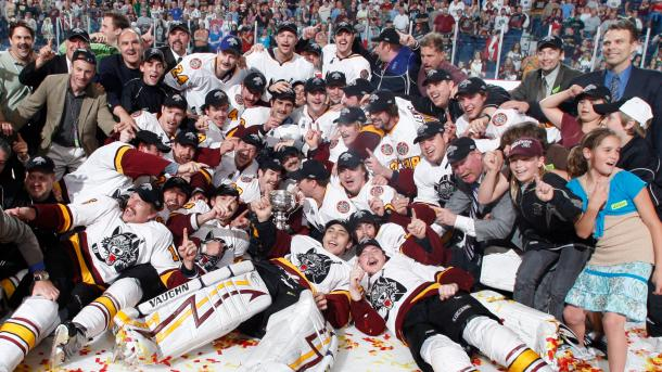 Los Chicago Wolves celebran la consecución de su segunda Calder Cup en 2008 / Chicago Wolves