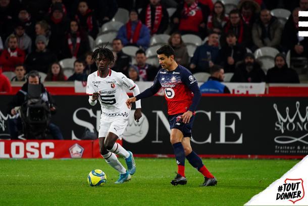 Camavinga, la perla del Rennes, en el partido frente al Lille. Foto: Twitter @staderennais