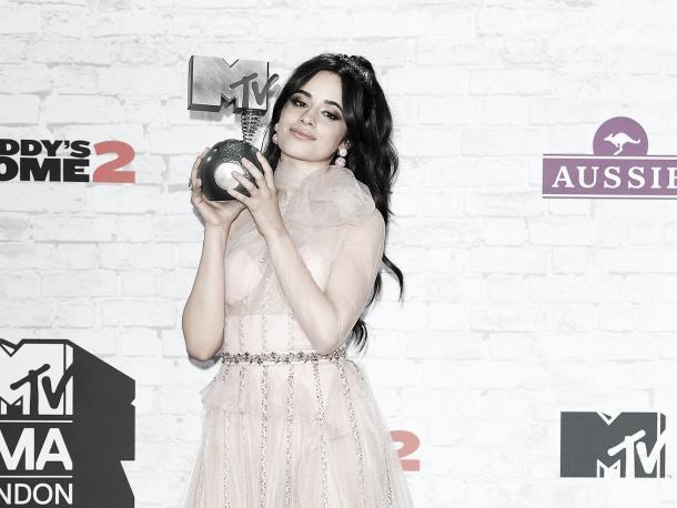 Camila Cabello se llevó un premio en los EMAs 2017 / Foto: MTV