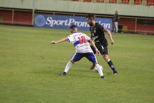 Camisa 10, Polaco fez boa jogada individual no gol do Galo Carijó (Foto: Raphael Graim/Ascom Remo)