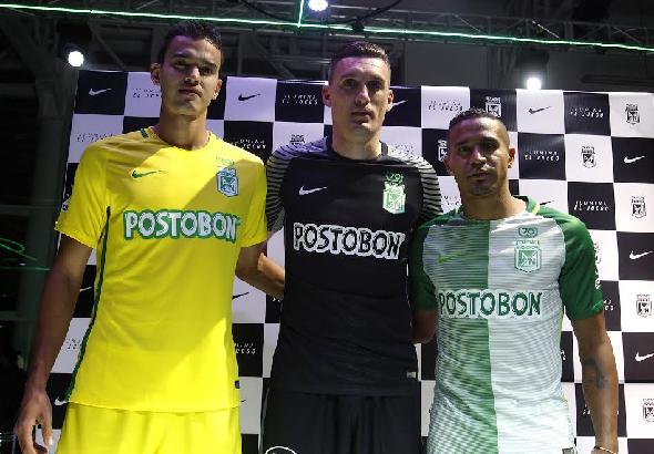 Felipe Aguilar, Franco Armani y Macnelly Torres estrenando camiseta. | Foto: Luis Noriega