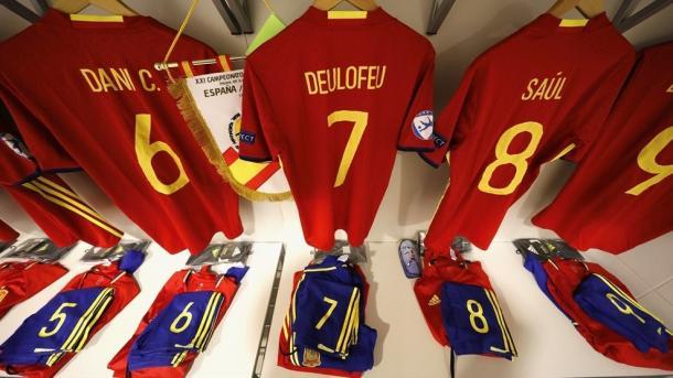 Vestuario con los uniformes de la selección española sub-21 | Foto: UEFA