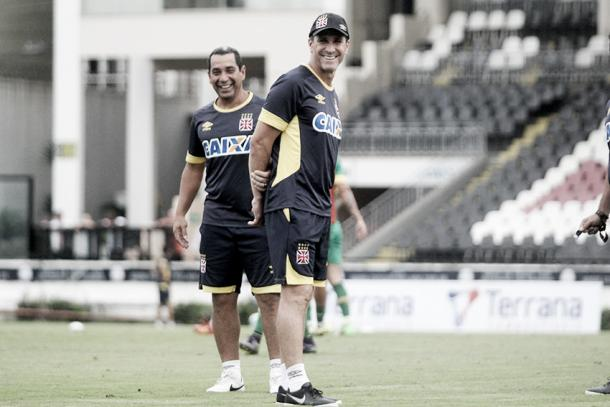 Jorginho e Zinha durante o treino desta segunda (Foto: Paulo Fernandes/Vasco.com.br)