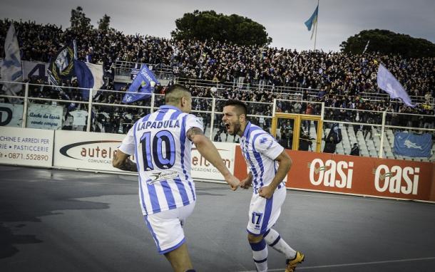 Lapadula and Caprari celebrate one of their combined 43 goals | Photo: gianlucadimarzio.com