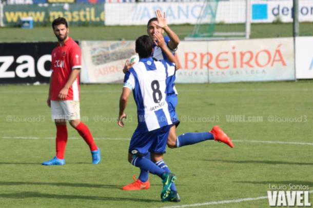 Borja Domingo y el capitán Álvaro Queijeiro celebran la remontada. Imagen: Laura Santos (VAVEL)