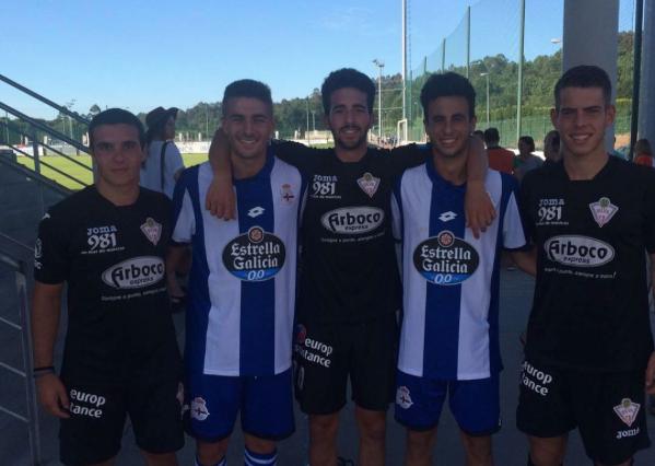 Gagino y Álvaro Naveira posando con los jugadores exdeportivistas del Club Silva. Foto: Instagram (@pedritogagi11)