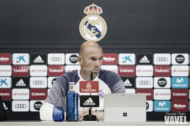 Zidane en rueda de prensa/ FOTOGRAFÍA: Daniel Nieto (VAVEL).