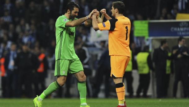 Casillas repasó la carrera deportiva de Buffon/ FOTOGRAFÍA: UEFA.com