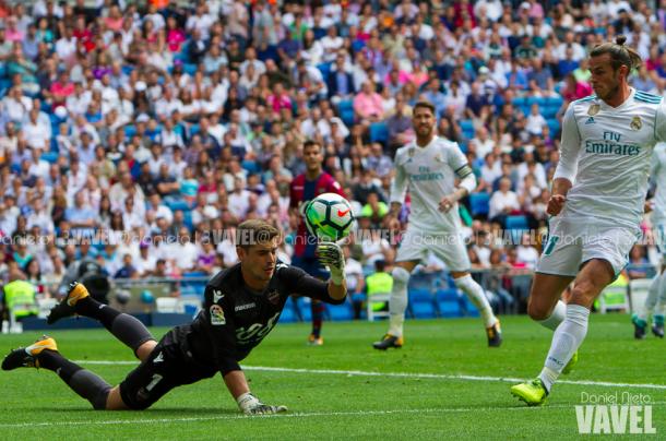 Bale rematando ante el Levante