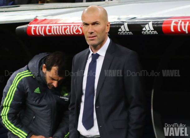 Zidane en el banquillo del Bernabéu