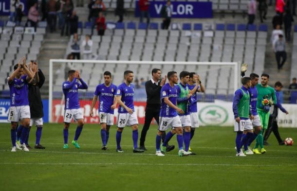 Los integrantes de la plantilla del Real Oviedo en la 2016/2017 se despiden de su afición | Imagen: Real Oviedo
