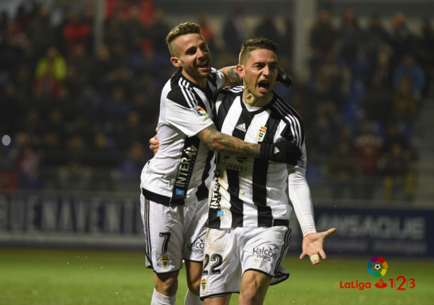 Ñíguez y Rocha celebran el gol anotado por el extremo en Huesca | Imagen: La Liga 1|2|3