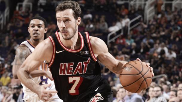 El jugador esloveno está manteniendo a los Heat en posiciones altas.   Fotografía: NBAE / Getty Images