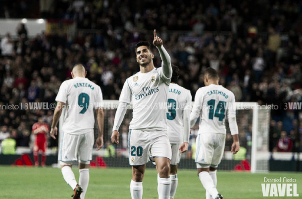 Asensio celebra su gol con el Bernabéu. Foto: Daniel Nieto (VAVEL).