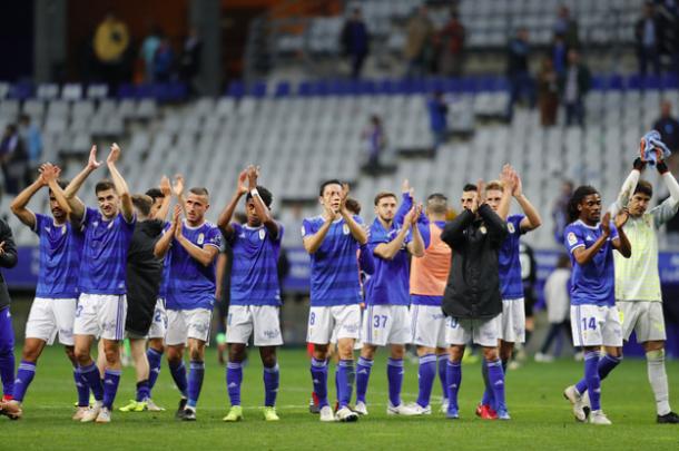 Los jugadores saludan tras empatar ante el Mallorca | Imagen: Real Oviedo