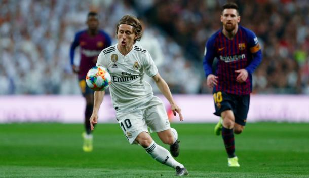 Modric y Messi en una disputa de balón. Foto: Real Madrid.