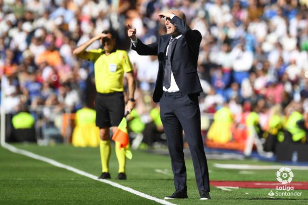 Zidane alenta a los suyos desde la zona técnica. Foto: Liga Santander.