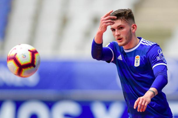 Viti Rozada volvió a destacar de lateral |Imagen: Real Oviedo