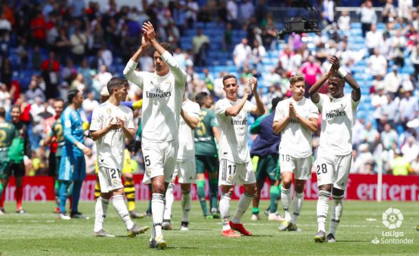 Los jugadores se despiden de su afición entre pitos. Foto: Liga Santander.