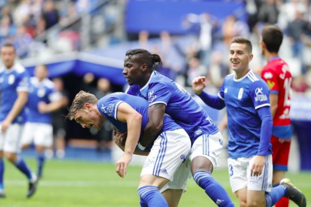 Ibra celebra con Carlos el gol de la victoria |Imagen: Real Oviedo