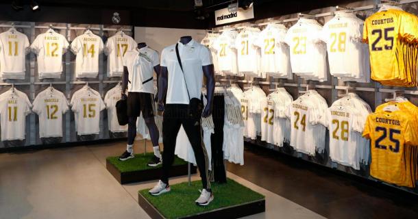 Las nuevas camisetas ya están en el Bernabéu. Foto: Real Madrid.