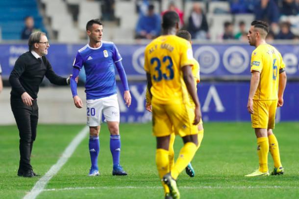 La extensión del entrenador en el campo |Imagen: Real Oviedo