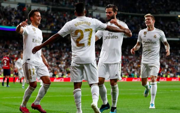Rodrygo celebra el gol con sus compañeros. Foto: Real Madrid.