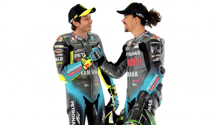 Valentino Rossi y Franco Morbidelli en la presentación del equipo / fuente: motogp.com