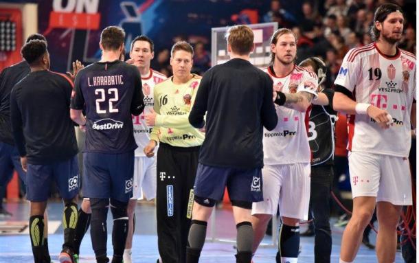 Ambos equipos se saludan al término de su último encuentro. Foto: Telekom Veszprém