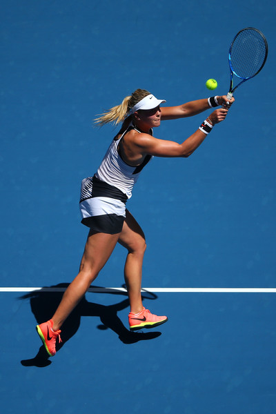 Carina Witthoeft reaches for the ball | Photo: Michael Dodge/Getty Images AsiaPac