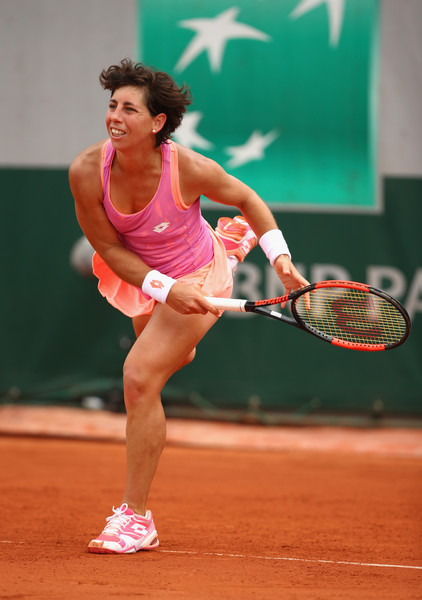 Carla Suarez Navarro serves during the match | Photo: Clive Brunskill/Getty Images Europe