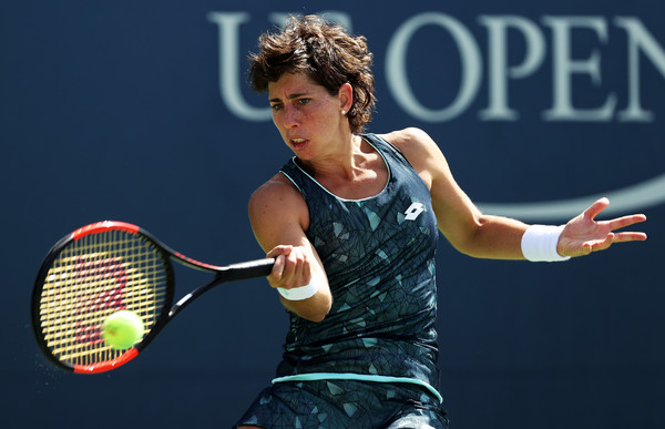 Carla Suarez Navarro hits a forehand | Photo: Matthew Stockman/Getty Images North America
