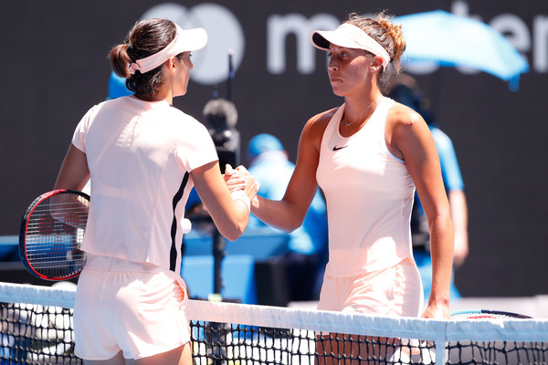 Keys and Garcia had a nice handshake after the match | Photo: Darrian Traynor/Getty Images AsiaPac