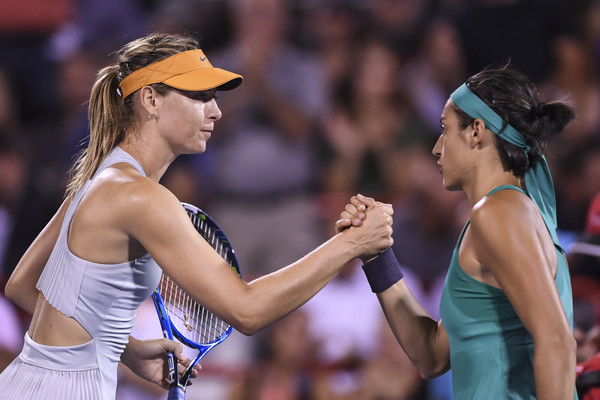 Sharapova and Garcia meet at the net for a handshake after the match | Photo: Minas Panagiotakis/Getty Images North America