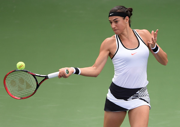 Caroline Garcia was ineffective at the crucial points in the second set | Photo: Tom Dulat/Getty Images Europe