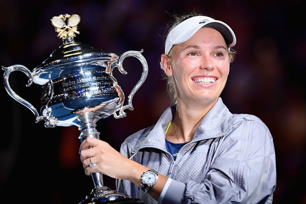 Caroline Wozniacki with her Australian Open trophy | Photo: Quinn Rooney/Getty Images AsiaPac