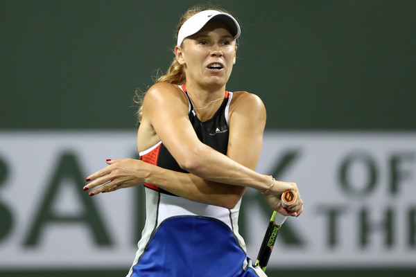 Caroline Wozniacki grew increasingly frustrated with herself especially after hitting countless unforced errors | Photo: Matthew Stockman/Getty Images North America